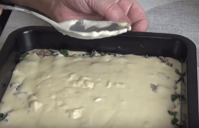 Формирование заливного пирога с консервой