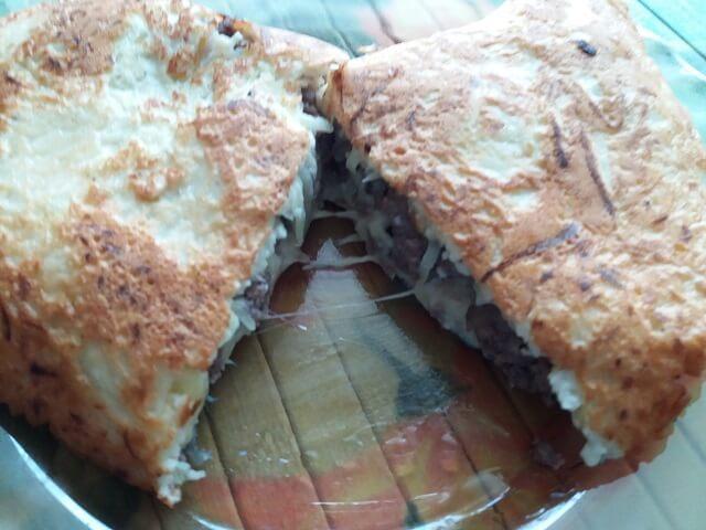 Готовый пирог из кабачка с фаршем и сыром