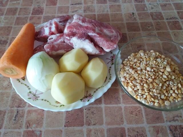 Ингредиенты для горохового супа со свиными ребрышками