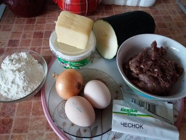 Ингредиенты для кабачкового пирога с фаршем и сыром