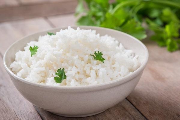 Рассыпчатый рис на гарнир с овощами на праздничный стол