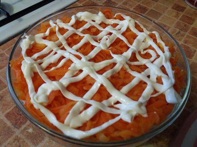 Слой моркови с майонезом