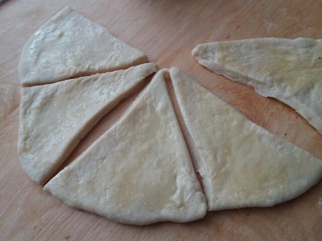 Рогалики дрожжевые с начинкой - простые и вкусные рецепты
