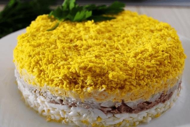 Готовый салат Мимоза с тунцом
