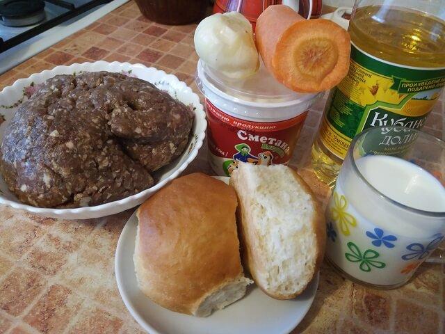 Ингредиенты для мясных тефтелей с подливой