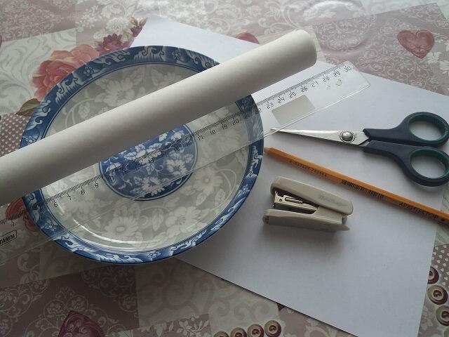 Предметы, необходимые для изготовления бумажнной формы для куличей