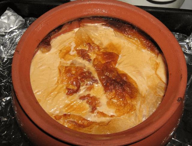 Топленое молоко в духовке в глиняном горшке