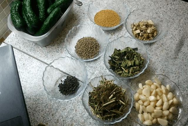 Ингредиенты для маринования огурцов