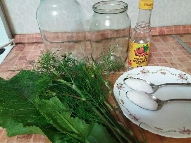 Ингредиенты для маринования огурцов с уксусом