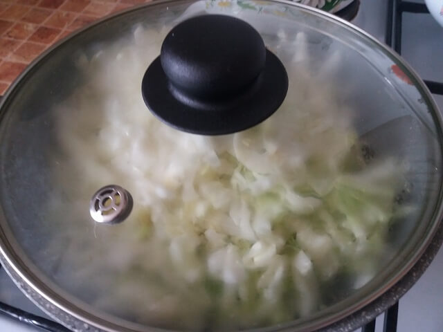 Тушим капусту на сковороде