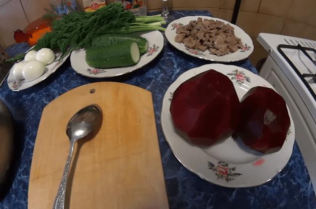 Ингредиенты для холодного свекольника с мясом