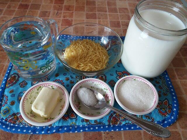 Ингредиенты для молочного супа с вермишелью