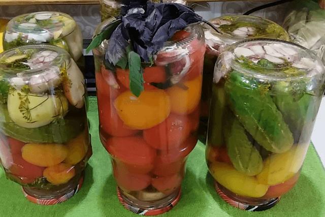 Ассорти из помидоров и огурцов на зиму - самые вкусные рецепты на 1, 2 и 3 литра
