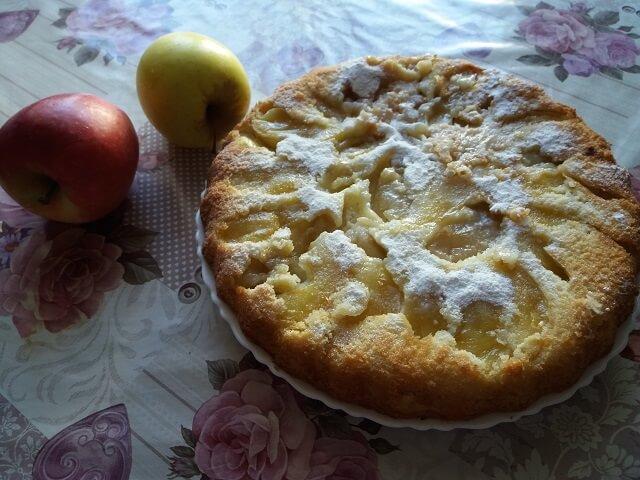 Шарлотка с яблоками в духовке – 6 вкусных и простых рецептов