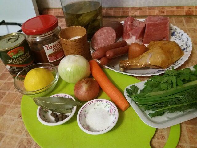 Солянка сборная с колбасой — классический рецепт