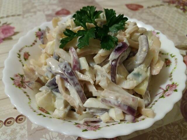 Салат с кальмарами – 7 самых вкусных и простых рецептов