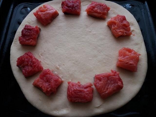Пирог с рыбой из дрожжевого теста в духовке – быстро и вкусно