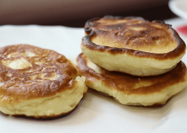 Пышные оладьи на кефире – лучшие рецепты вкусных оладушек