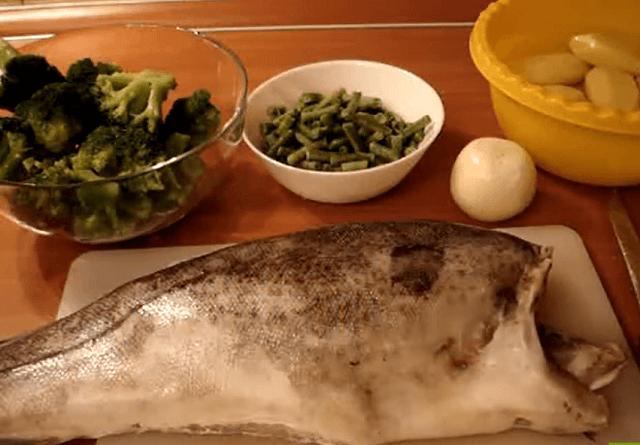 Рыба в духовке, запеченная с овощами – быстро, просто, недорого