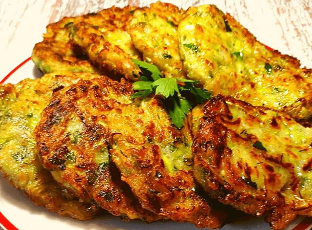 Оладьи из кабачков – 12 самых вкусных и простых рецептов